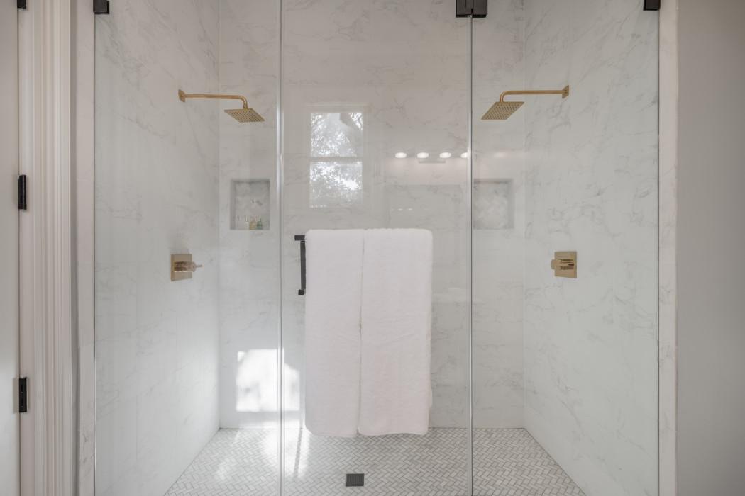 Room 201 - Bathroom